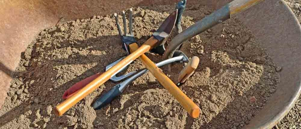 Cleaning Gardening Tools with Sand